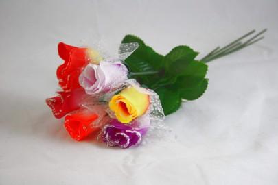 Rose mit Tüll und Schnee